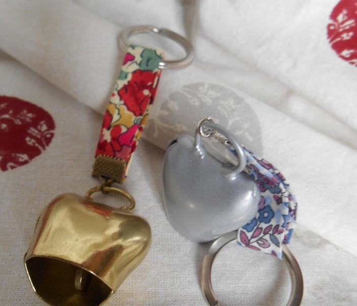 Porte-clef clochette laiton ou acier avec véritable battant, tissu liberty (1)